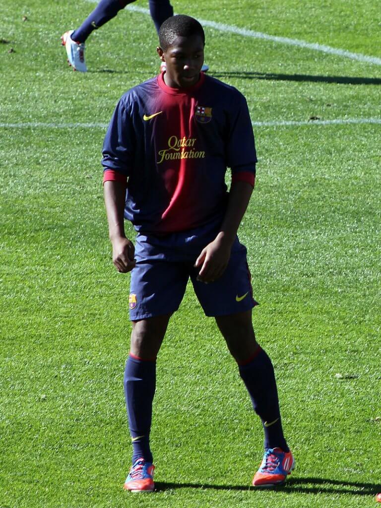 ขาเริ่มต้นอาชีพนักฟุตบอลกับทีมเจ้าบุญทุ่ม (บาร์เซโลน่า)