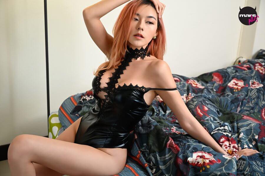 สาวลาว พัชชี่ พัชสพร กับการถ่ายแบบเซ็กซี่ในไทย